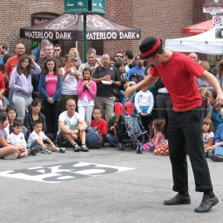 A street act at the Toronto Buskerfest - landscape shot. © Colline Kook-Chun, 2013